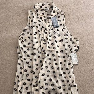 Forever 21 White Daisy Button Up Tank Size S